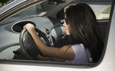 אישה נוהגת - אתר משפטי - תמונת כתבה