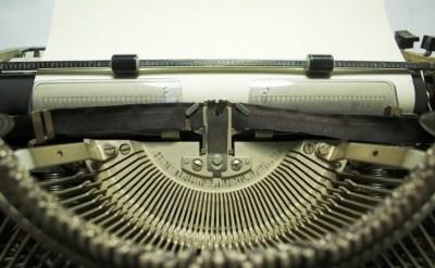 מכונת הקלדה ישנה - אתר משפטי - תמונת כתבה