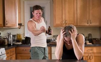 אשה תפוצה בשל אלימות פיזית ומילולית וגירושה בעל כורחה