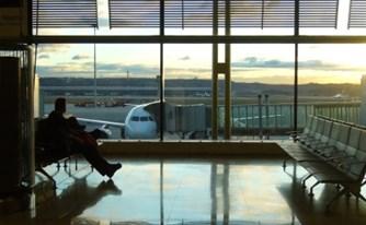הטיסה התעכבה - האם הנוסעים יקבלו פיצוי?