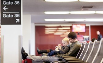 """טסים לחו""""ל? המדריך בנושא עיכוב וביטול טיסות"""