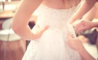 תביעות קטנות: השמלה שנמסרה לניקוי נפגמה, המכבסה תפצה