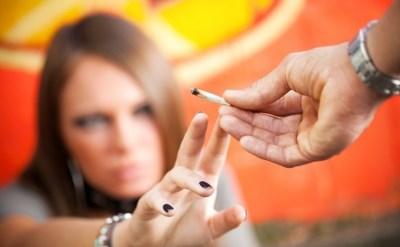בני נוער עם סיגריה - אתר משפטי - תמונת כתבה