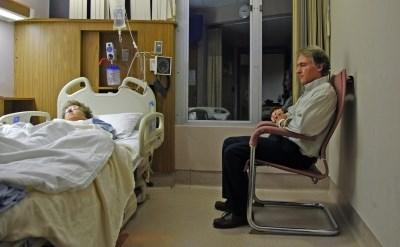 אדם חולה בבית חולים - תמונת כתבה