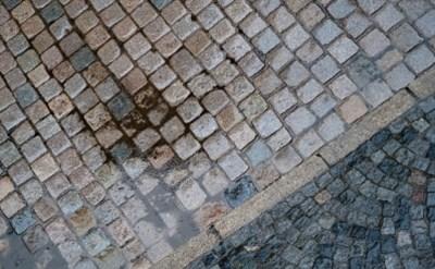 רשלנות: עיריית הרצליה תפצה על נפילה במדרכה - תמונת כתבה