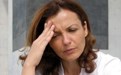 אישה עם כאב ראש - אתר משפטי - תמונת כתבה