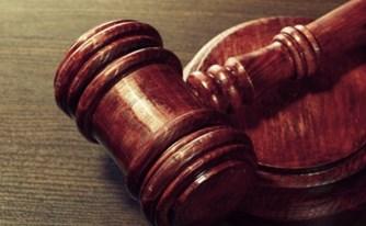 תבע את הנהלת בתי המשפט, וחויב בהוצאות