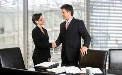 לחיצת יד של עובדים - אתר משפטי - תמונת כתבה