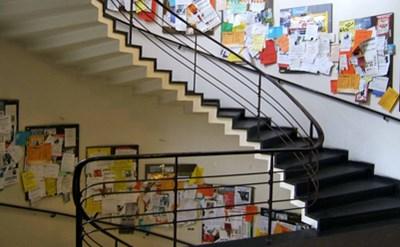 מדרגות בבניין מגורים - תמונת כתבה