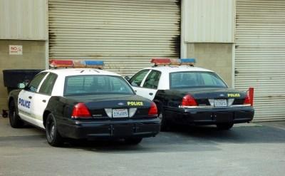 האם חניית כלי רכב משטרתיים בסמוך לבית מהווה לשון הרע? - תמונת כתבה