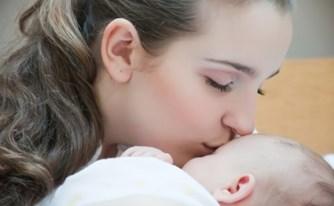אשה שילדה בבית לא תקבל מענק לידה ומענק אשפוז