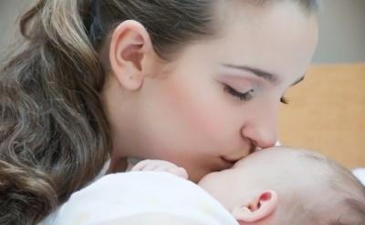 אשה שילדה בבית לא תקבל מענק לידה ומענק אשפוז - תמונת כתבה