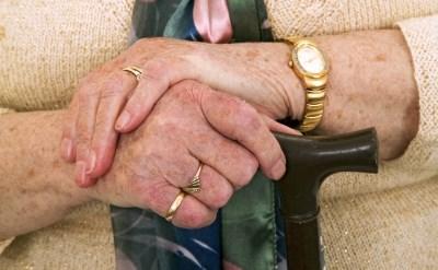 הכנסת אישרה סופית: עקרות בית ואלמנות שמלאו להן 82 יקבלו קצבת זקנה - תמונת כתבה