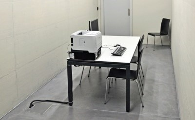 שולחן עם מכשיר פוליגרף - תמונת כתבה