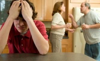 אם חויבה להשתתף במזונות בנה הקטין שגר עם אביו