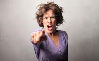 מחוזי חיפה: הקללות מהוות עבירה של העלבת עובד ציבור