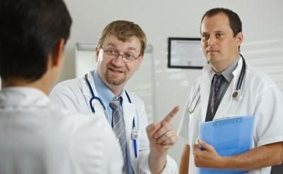 רופאים בדיון - תמונת כתבה