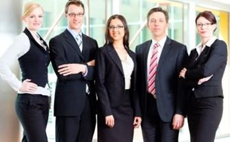 העסקת עוזרים משפטיים בחוזים אישיים - אפשרי?