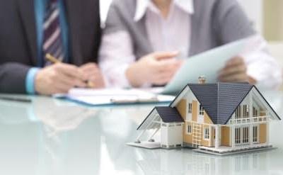 זכויות רוכשי דירה מחברה קבלנית שחדלה מפעילות או זכויות בעלי הקרקע - מי גובר? - תמונת כתבה