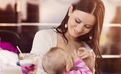 זכויות אשה שמניקה את תינוקה - תמונת כתבה