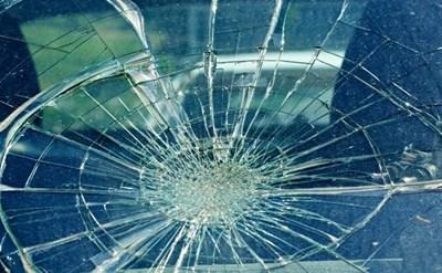 שמשת החלון נשברה כתוצאה מתאונה - תמונת כתבה