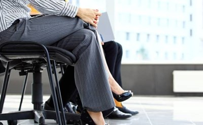 נשים מחכות לראיון עבודה - האם לספר למעסיק הפוטנציאלי הכל? - תמונת כתבה