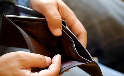הארנק ריק - האיש נקלע לחובות - תמונת כתבה