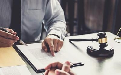 חתימה על ההסכם - תמונת כתבה