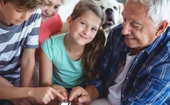 האם לסבים ולסבתות זכות משפטית לקשר עם נכדיהם?