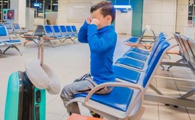 הילד עצוב בשדה התעופה - תמונת כתבה