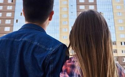 בני זוג לקראת רכישת הדירה הנכספת - תמונת כתבה