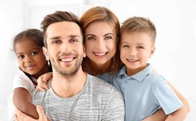 משפחה עם ילדים מאומצים - תמונת כתבה