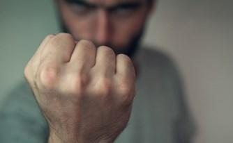 מעצר בית - הצעיר נהג באלימות קשה, השופט השתכנע שאינו מסוכן