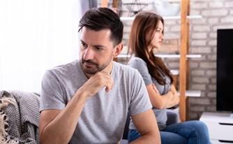 חובות אמון בין בני זוג: הבעל לא היה חייב לגלות לאשתו שהוא הומוסקסואל