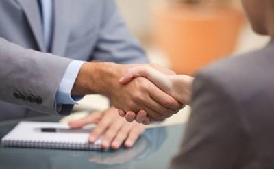 לחיצת ידיים - הסכמה על העסקה - תמונת כתבה