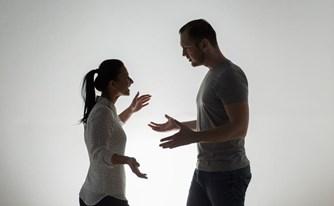 האם כדאי להגיש תביעת גירושין? שיקולי כדאיות בניהול הליכי גירושין