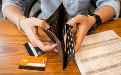 ארנק ריק, חובות - תמונת כתבה
