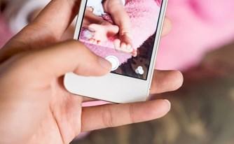 תלונת שווא: התמונה בטלפון הנייד הוכיחה - האב לא היה יכול להכות את הילד