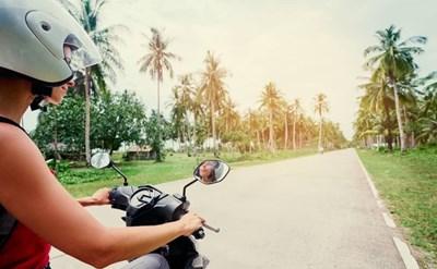 רוכבת אופנוע, ישראלית בתאילנד - תמונת כתבה