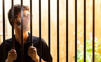 זכויות עצורים ואסירים בזמן מגפת הקורונה