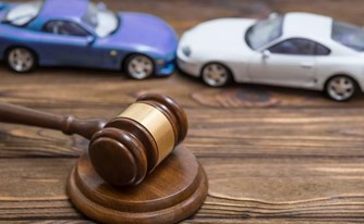 פסק דין מהפכני בעליון: נהגת ברכב למרות מגבלת גיל בפוליסה? עדיין תוכל לזכות בפיצוי במקרה של תאונה