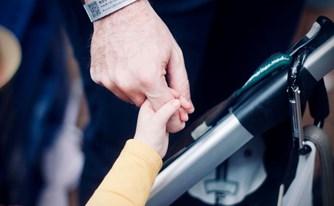 שלילת אפוטרופסות מהורה ביולוגי – באילו מקרים?
