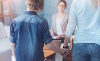 הדרך לחיזוק החוסן הרגשי והטבעי של הילד עוברת דרך הקשר שלו עם ההורים