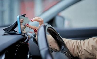 שימוש בטלפון נייד בזמן נהיגה – כל מה שחשוב שתדעו - תמונת כתבה