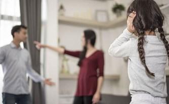 כיצד ניתן להתמודד עם הורה המנכר את ילדיו כלפי ההורה האחר בגירושין או אחריהם?