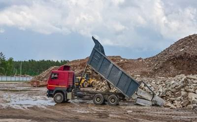 משאית, השלכת פסולת בניין - תמונת כתבה