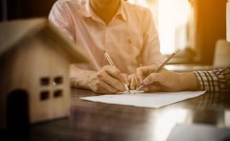 """האם חתמתם פעם על הסכם רכישת דירה בלי ליווי צמוד של עו""""ד מומחה בתחום?"""