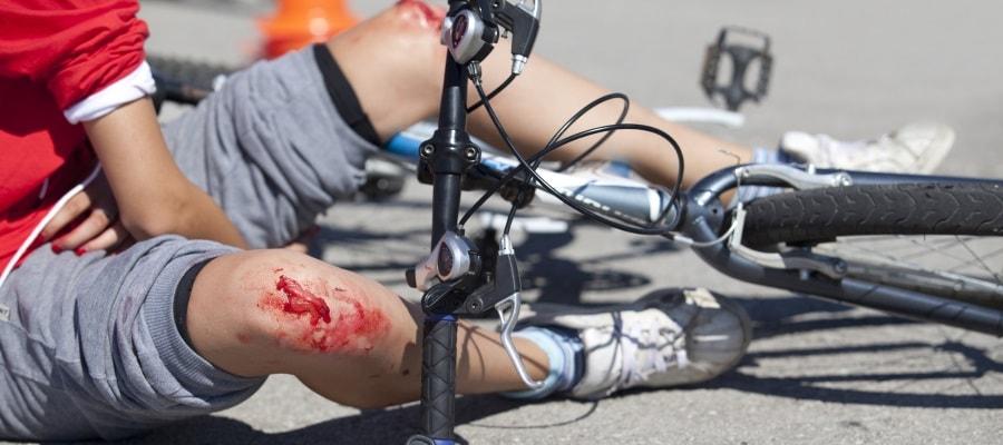 רוכב אופניים נפגע במהלך הרכיבה - האם מדובר בתאונת דרכים?
