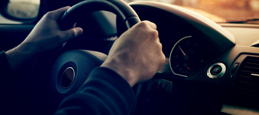נהיגה ברכב- יש לשמור על המהירות המותרת בחוק