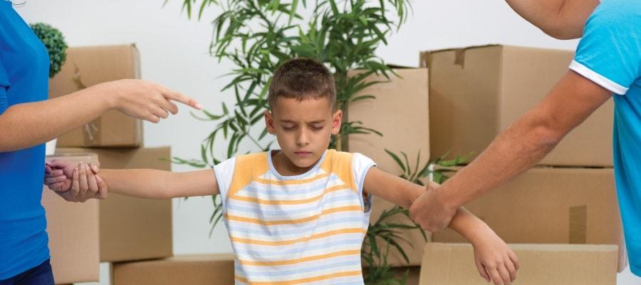 מעבר דירה בשל גירושי ההורים - קשה מאוד לילד